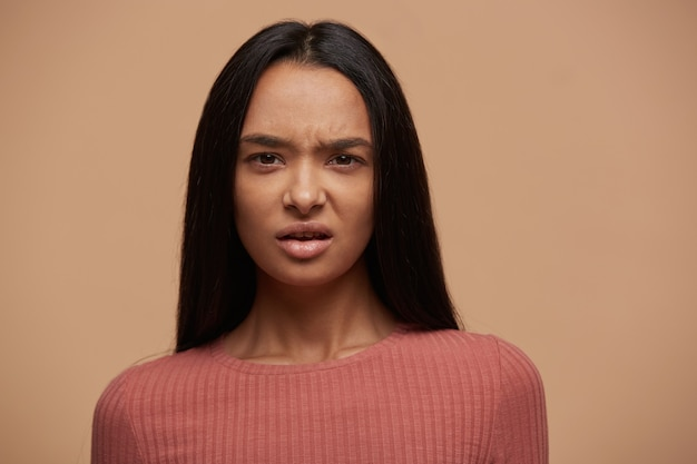Retrato de uma mulher chateada e insatisfeita