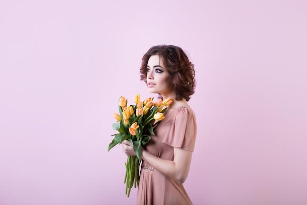 Retrato de uma mulher com tulipas