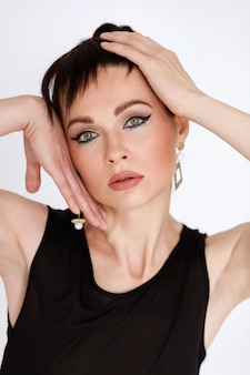 Retrato de uma mulher de boa pele. cosmetologia