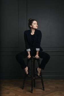 Retrato de uma mulher de negócios jovem bonita