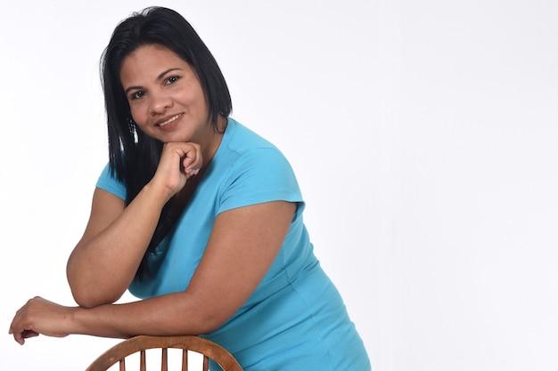 Retrato de uma mulher em fundo branco