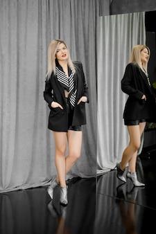 Retrato de uma mulher em uma jaqueta preta