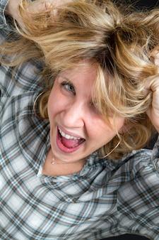 Retrato de uma mulher gritando