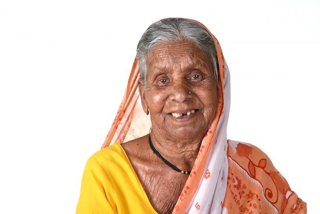 Retrato de uma mulher idosa, mulher indiana sênior