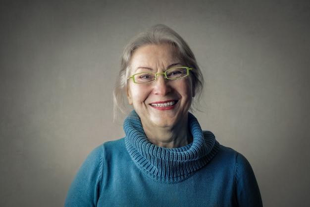 Retrato de uma mulher madura sorridente