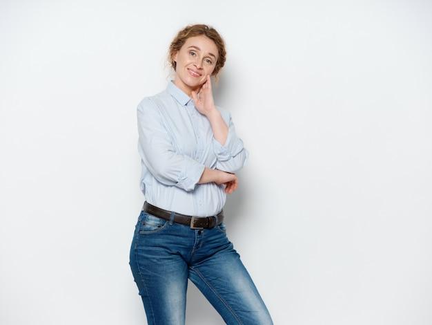Retrato de uma mulher na idade adulta
