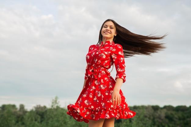 Retrato de uma mulher nova bonita Foto Premium
