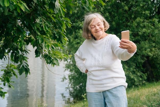 Retrato de uma senhora idosa
