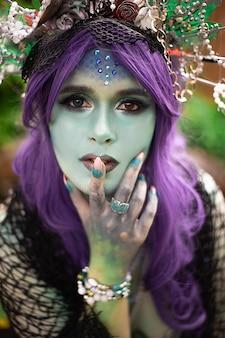 Retrato de uma sereia escura com pele azul
