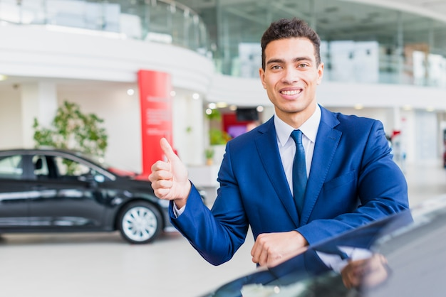 Retrato, de, vendedor carro