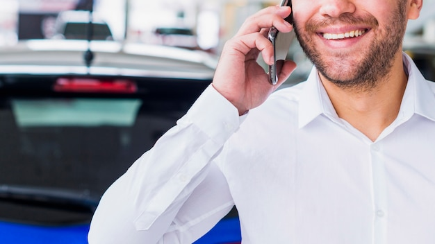 Retrato, de, vendedor, em, concessionária carro