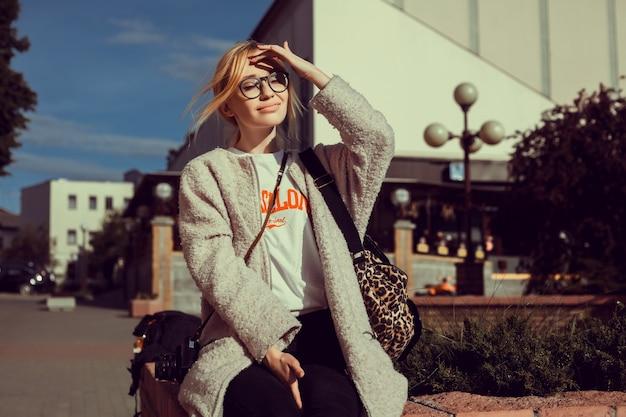 Retrato de woma com câmera
