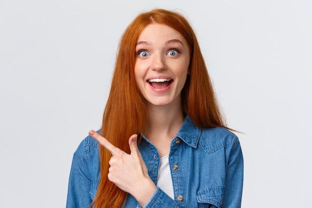 Retrato do close-up animado feliz garota ruiva, cabelo sexy e olhos azuis, sorrindo otimista
