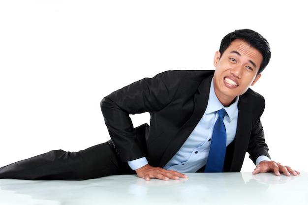 Retrato do empresário escalar a parede