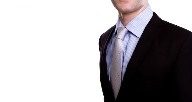 Retrato do homem de negócios jovens contra um fundo branco