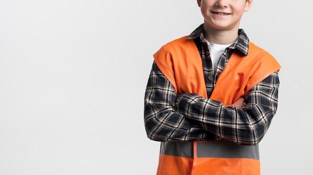 Retrato do jovem engenheiro de construção