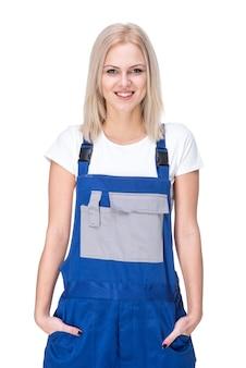 Retrato do líquido de limpeza profissional fêmea no uniforme.