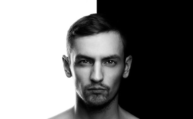 Retrato dramático olhar fundo branco preto