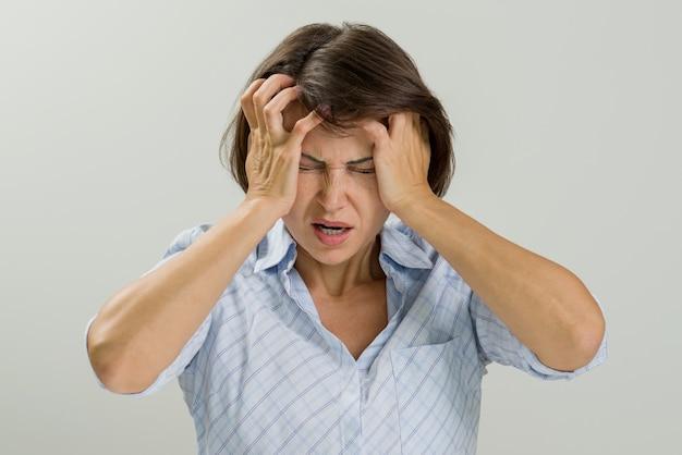 Retrato estressado mulher triste.