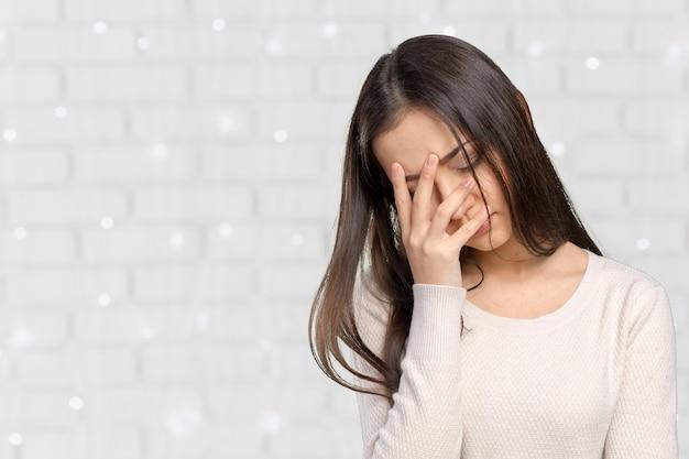 Retrato, estressado, triste, mulher jovem, ficar