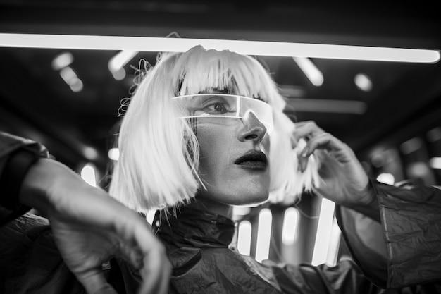 Retrato futurista feminino.