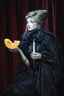 Retrato gótico de mulher com vela