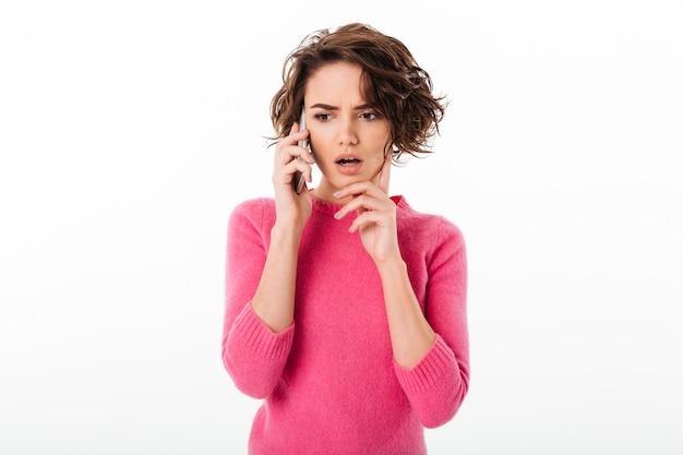 Retrato, jovem, menina, pensativo, segurando, telefone móvel