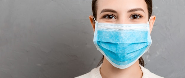 Retrato, jovem, mulher, desgastar, máscara médica