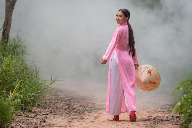 Retrato linda menina adolescente do vietnã