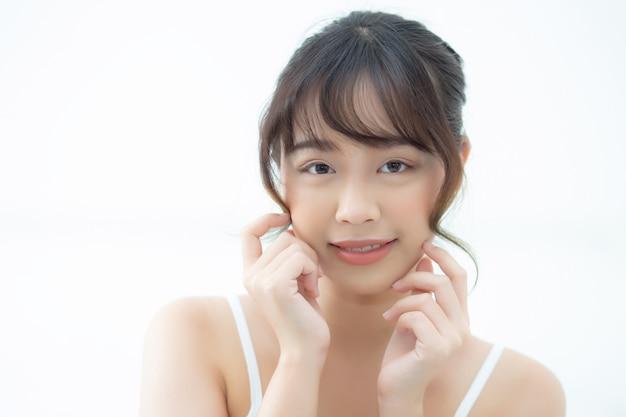 Retrato linda mulher asiática com maquiagem simples de cosméticos