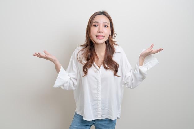 Retrato linda mulher asiática estresse, sério, se preocupar ou reclamar