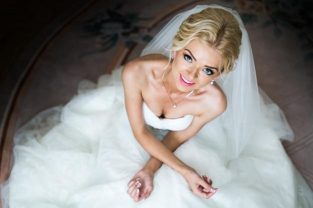Retrato matinal da linda noiva