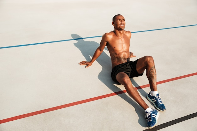 Retrato, meio, pelado, ajuste, afro americano, desportista