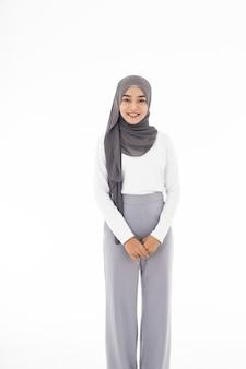 Retrato muçulmano asiático adulto jovem