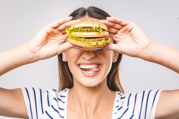 Retrato mulher comendo