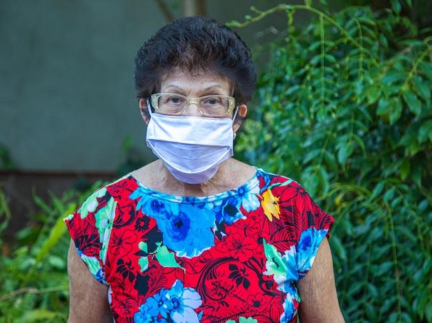 Retrato, mulher, desgastar, máscara médica