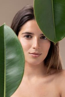 Retrato natural de mulher jovem