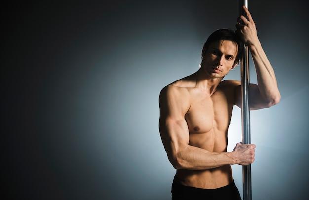 Retrato profissional forte modelo masculino