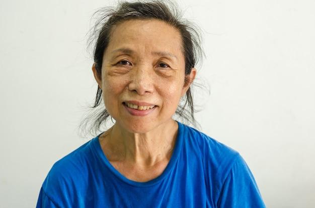 Retrato sênior feminino asiático