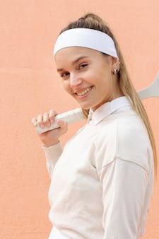 Retrato tenista mulher bonita