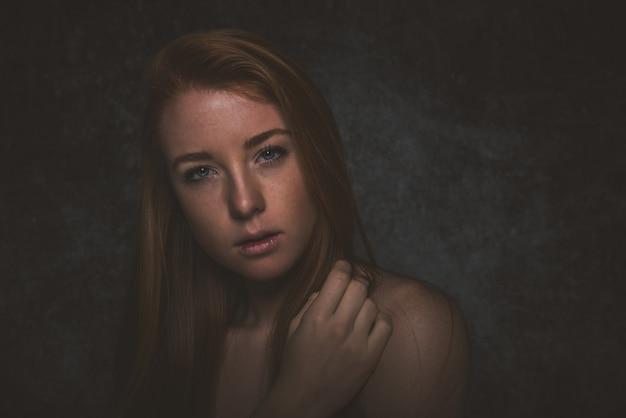 Retratos com mulher de cabelo vermelho