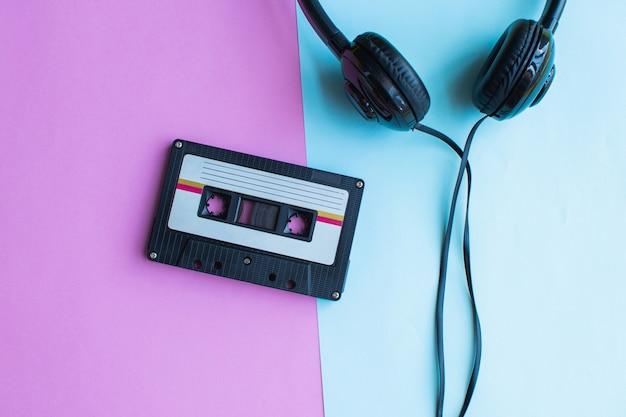 Retro da cassete de fita em azul e rosa