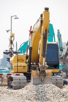 Retroescavadeira e construção de melhoria de ferrovia