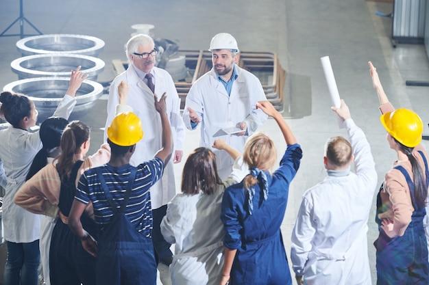 Reunião com a gerência da fábrica