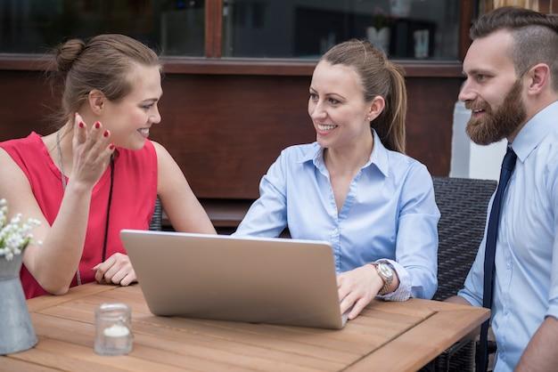 Reunião com outros empresários criativos