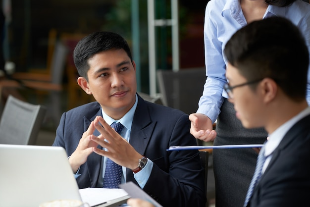 Reunião com parceiros de negócios