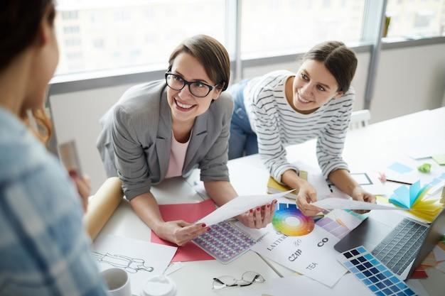 Reunião da equipe de negócios criativos