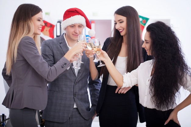 Reunião da equipe de negócios. pessoas de negócios, celebrando o natal.