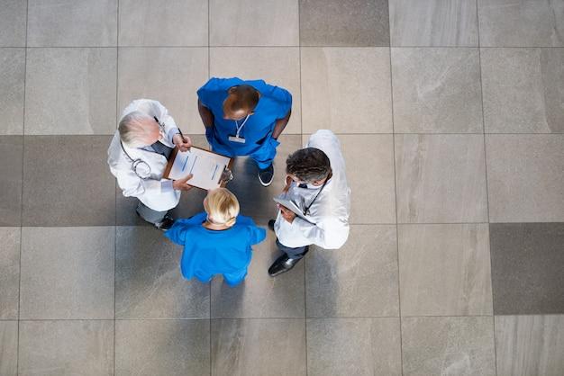 Reunião de docentes e enfermeiros