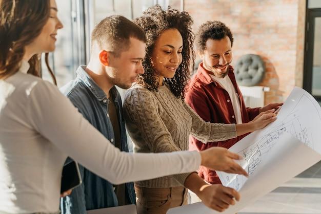 Reunião de empresários para organização